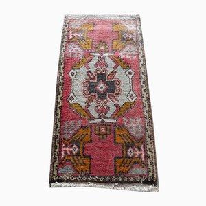 Kleiner handgeknüpfter türkischer Vintage Teppich aus Roter Wolle, 1970er