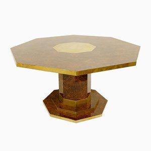 Mesa de comedor octogonal de cedro, madera nudosa y latón de Jean Claude Mahey, años 70