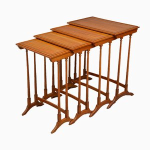 Mesas nido eduardianas antiguas de madera satinada