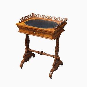 Mesa de juegos antigua de nogal
