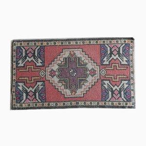Kleiner türkischer Yastik Teppich mit niedrigem Flor, 1970er