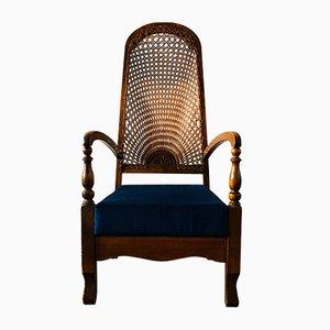 Antiker Armlehnstuhl mit hoher Flechtlehne