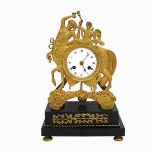 Reloj de péndulo francés estilo imperio antiguo de bronce dorado y mármol