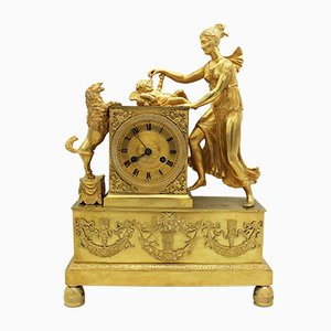 Reloj de péndulo francés Imperio de bronce dorado, siglo XIX