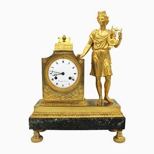 Reloj de péndulo francés Imperio francés de bronce dorado y mármol, siglo XIX