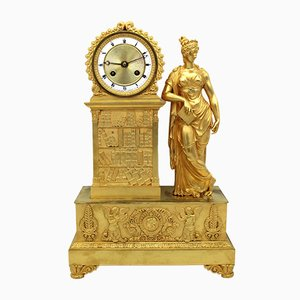 Französische Empire Pendeluhr aus vergoldeter Bronze, 19. Jh.