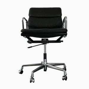 Chaise de Bureau EA 217 en Chrome et Cuir par Charles & Ray Eames pour Vitra, 1990s