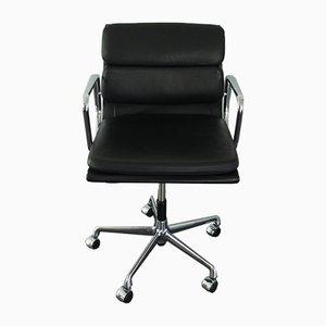EA 217 Schreibtischstuhl aus Chrom & Leder von Charles & Ray Eames für Vitra, 2000er