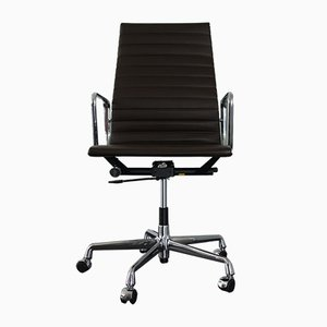 EA 119 Schreibtischstuhl aus Chrom & Leder von Charles & Ray Eames für Vitra, 2000er