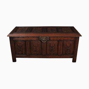Cassettiera antica in legno di quercia intagliato