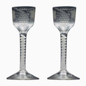 Copas de vino antiguas de vidrio opalino. Juego de 2
