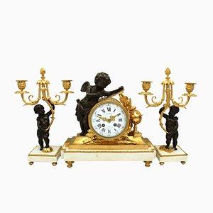 Orologio Napoleone III antico in bronzo dorato e marmo con due portacandele, Francia