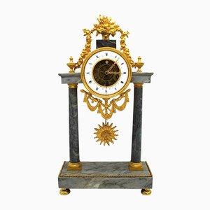 Reloj de péndulo francés antiguo de bronce dorado y mármol, década de 1790