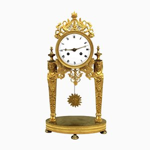Reloj de péndulo francés estilo antiguo de bronce dorado, década de 1800