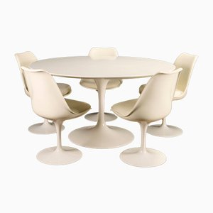 Tavolo da pranzo Tulip e sedie di Eero Saarinen per Knoll International, anni '60