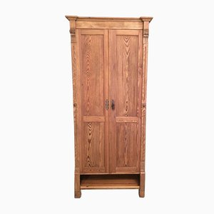 Antike Garderobe aus Holz