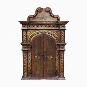 Antiker lackierter & bemalter Holzschrank