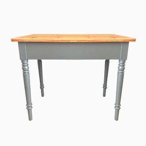 Kleiner antiker Tisch
