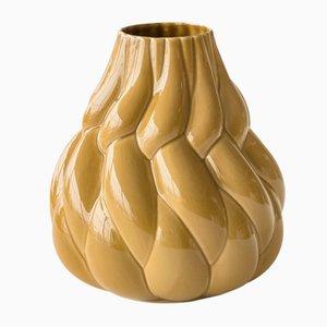 Große ockerfarbene Eda Vase von Lisa Hilland für Mylhta