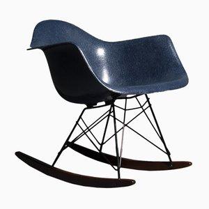 Sedia a dondolo RAR in fibra di vetro di Charles & Ray Eames per Herman Miller, anni '70
