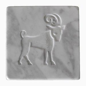 Weißer Marmorbriefbeschwerer in Sternzeichen-Optik von Cupioli Luxury Living