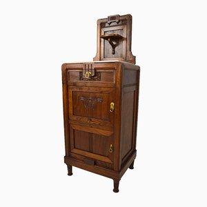 Comodino Art Nouveau antico in legno di noce intagliato e marmo, inizio XX secolo