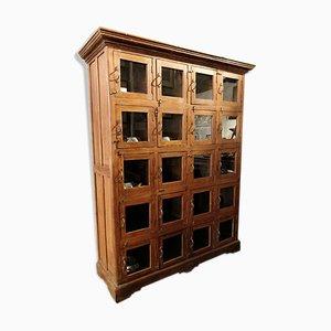 Armario de madera con puertas de vidrio, años 40