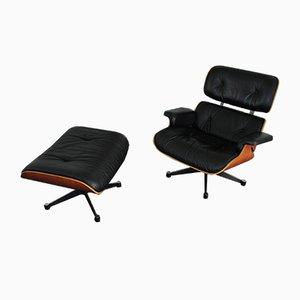 Poltrona e poggiapiedi di Charles & Ray Eames per Vitra, inizio XXI secolo