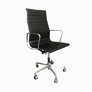 Chaise de Bureau EA 119 en Cuir par Charles & Ray Eames pour Vitra, 1990s
