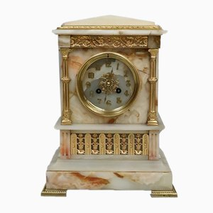 Reloj de repisa frances neoclásico antiguo de alabastro y bronce dorado, decada de 1880