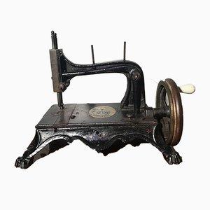 Macchina da cucire Regina Margherita antica di Isaac Merrit Singer per Singer Manifacturing Company