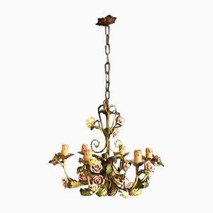 Lámpara de araña italiana de chapa decorada y rosas de porcelana, años 60