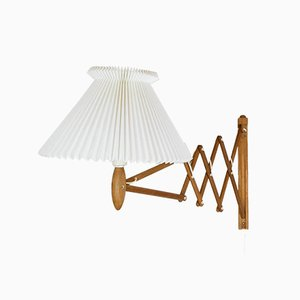 Lámpara de acordeón de pared de roble de Erik Hansen para Le Klint, años 60
