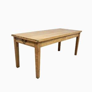 Antiker Esstisch aus Kiefernholz
