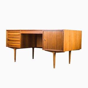 Großer Schreibtisch aus Nussholz, 1970er