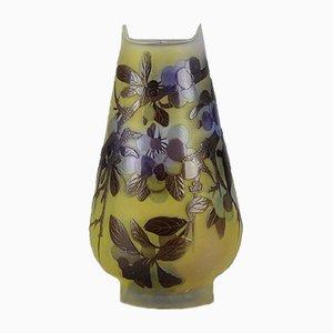 Antike Vase mit Blaubeermotiv von Emile Gallé