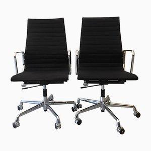 Sedia da scrivania EA 119 nera di Charles & Ray Eames per Vitra, anni '90