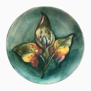 Vintage Keramikteller mit Lilien Dekor von Moorcroft, 1960er