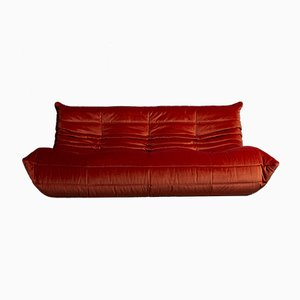 Modell Togo Sofa mit rotem Samtbezug von Michel Ducaroy für Ligne Roset, 1970er