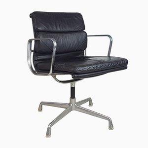 Silla de escritorio de cuero marrón oscuro de Charles Eames para Herman Miller, años 80