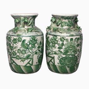 Chinesische Porzellanvasen in Grün & Weiß mit Lotusblumenmotiven, 1970er, 2er Set