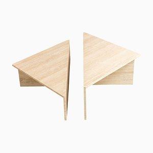 Mesas de centro triangulares, años 70. Juego de 2