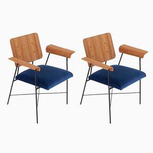Butacas italianas de teca curvada de teca y terciopelo azul, años 50. Juego de 2