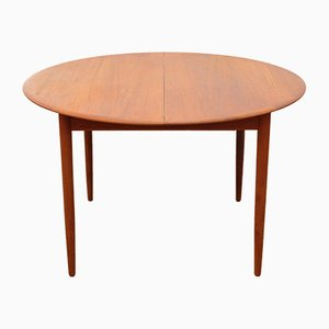 Model 4/6 Round Teak Extendable Dining Table from Arne Hovmand-Olsen, 1960s