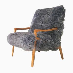 Butaca de madera curvada y piel de oveja gris de TON, años 60