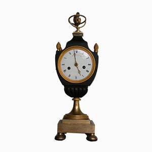 Reloj de repisa antiguo de bronce bañado en oro