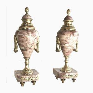 Urnas antiguas de mármol y bronce dorado. Juego de 2