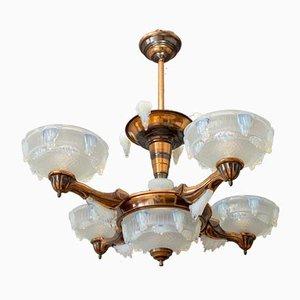 Lámpara de araña de cobre y vidrio opalescente de Ezan, años 30