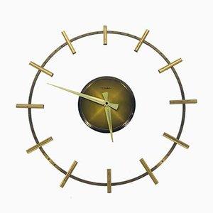 Reloj de pared Mid-Century de latón y vidrio acrílico de Diehl