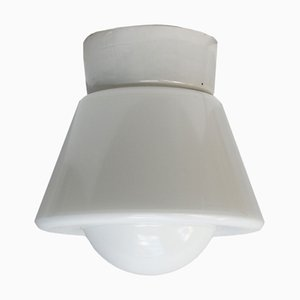 Industrielle Vintage Wandlampe aus Porzellan & Opalglas, 1950er
